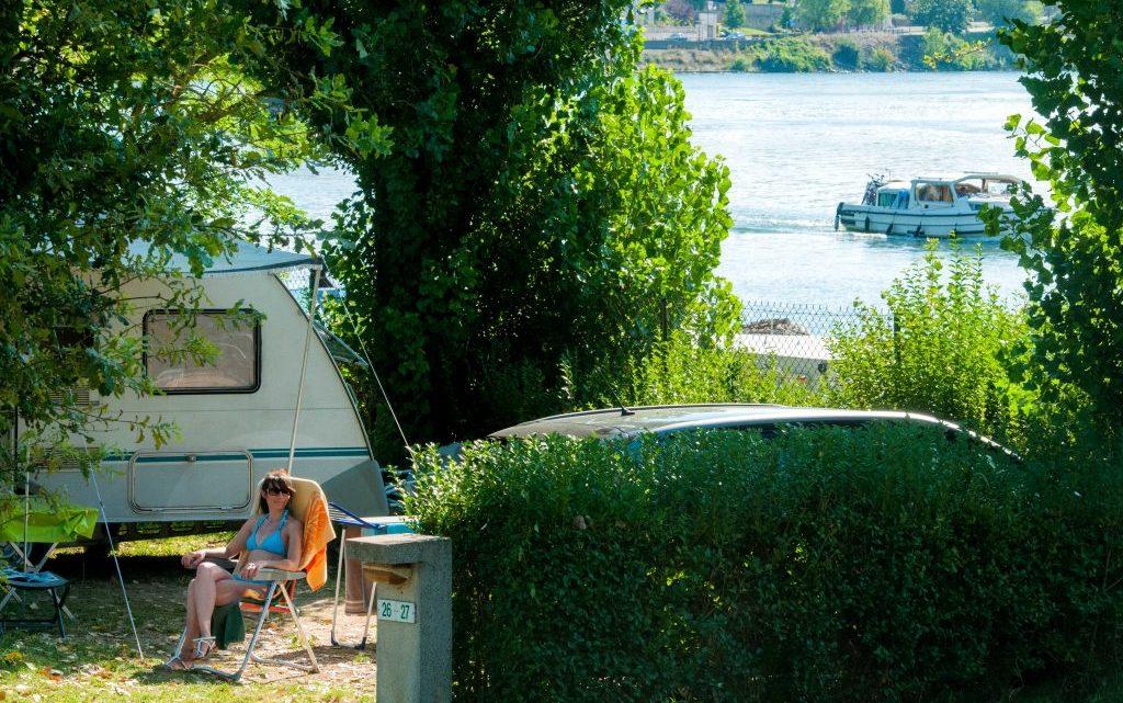 Où peut-on camper durant toutes les saisons ?